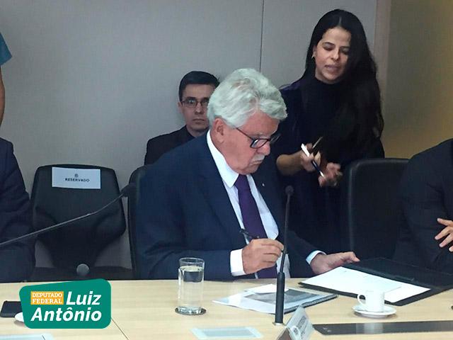 Em entrevista aos jornais da região Sul Fluminense, Deputado Luiz Antônio comenta a Reforma da Previdência.