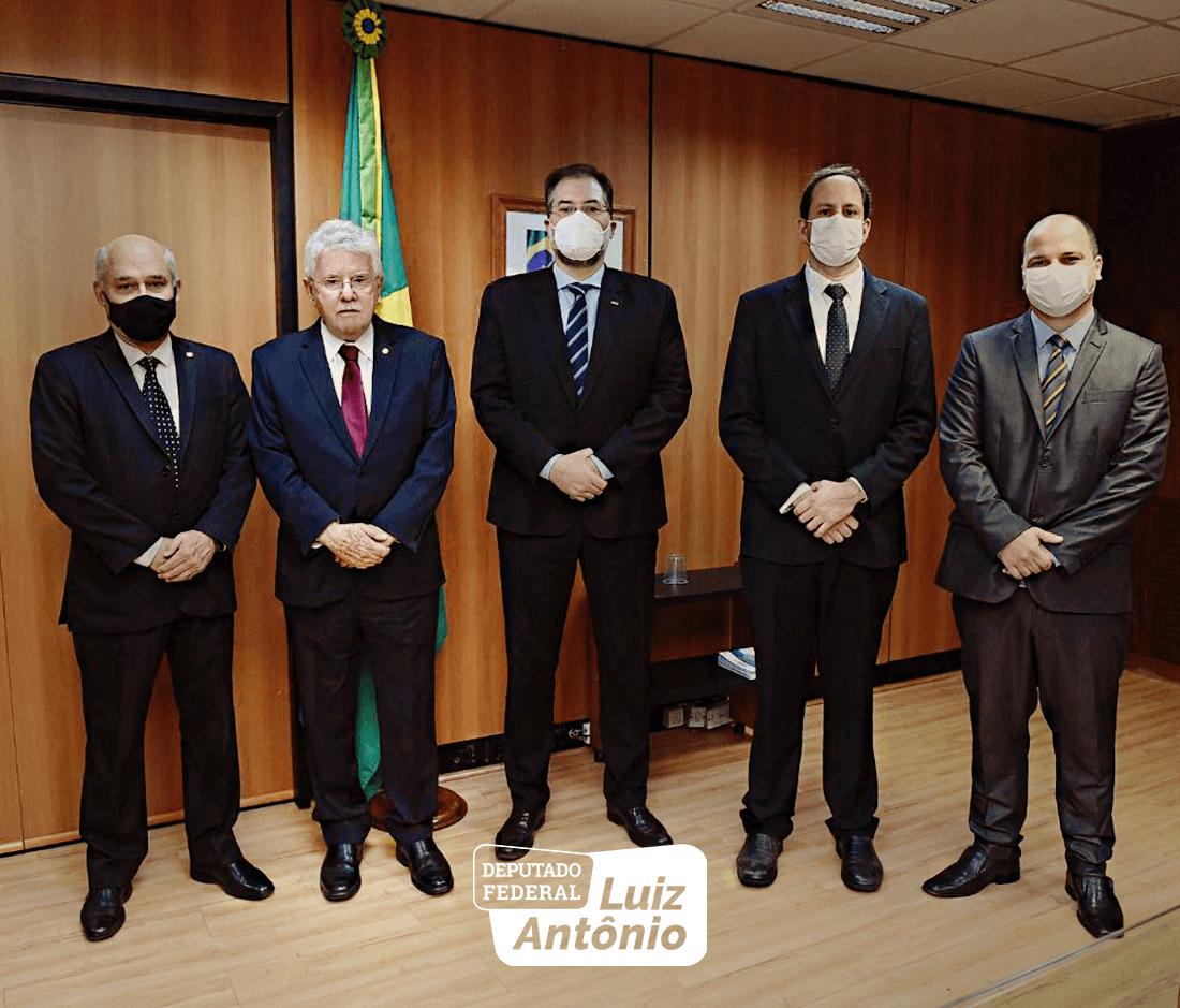 Acompanhado pelo vice-reitor, José Rogério Neto, o parlamentar defendeu a autorização do ensino a distância para o curso de Direito da instituição